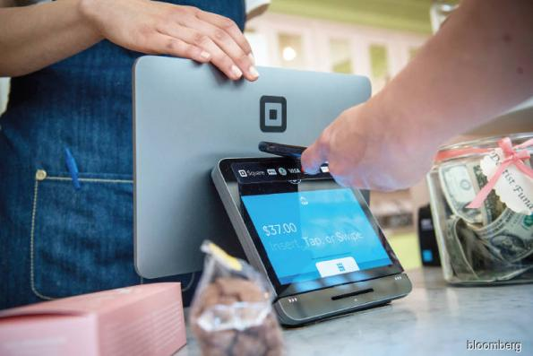 Tech: Digital wallets a growing threat to traditional banks