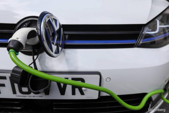 UK pushes electric cars with requirement for charging points