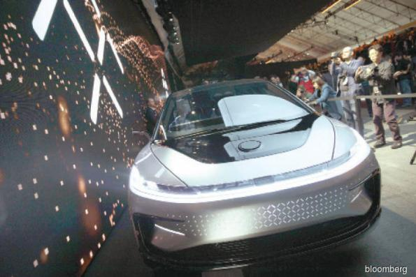 Cars: Chinese Tesla challenger hits funding snag