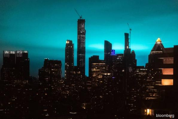 Bright light in big city mystifies New Yorkers after transformer fire