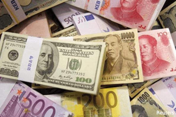 Dollar boosted by political uncertainty in Europe, technical buying