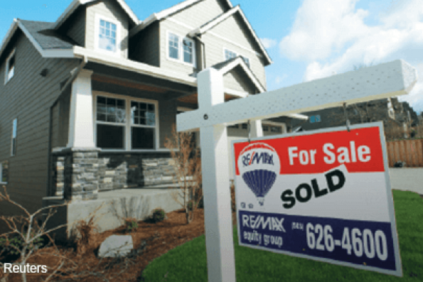 US pending home sales fall to lowest level in a year