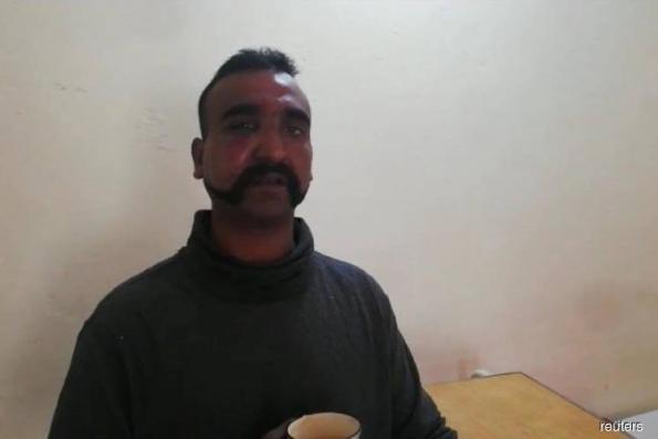 India welcomes Pakistan's return of captured pilot, as powers urge de-escalation