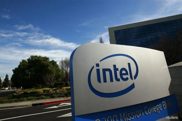Intel Forecast Tops Estimates on Data Chips; Shares Surge