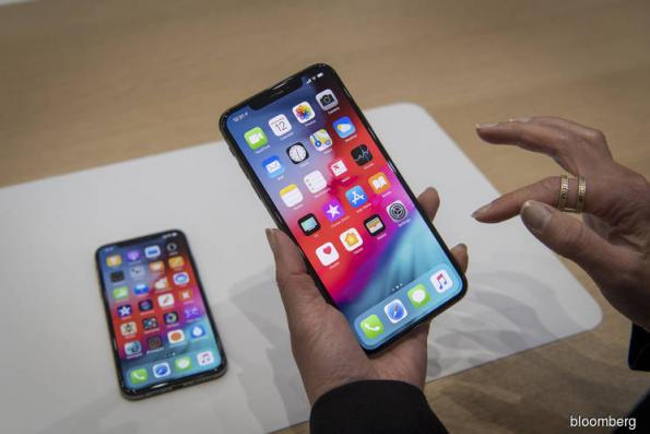 Apple's new iPhones a slight notch above the X: reviewers