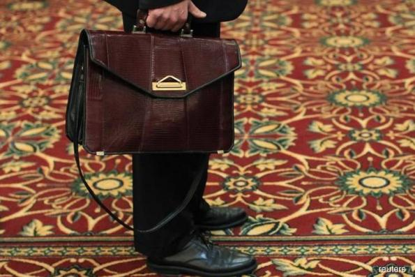 US job growth surges; annual wage gain largest since 2009