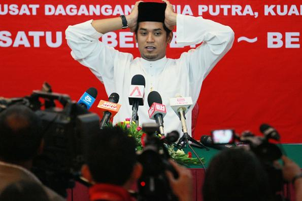 Not leaving party, says Khairy