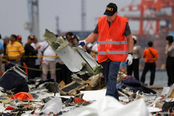 Lion Air crash victims' families to rally as hunt for wreckage steps up