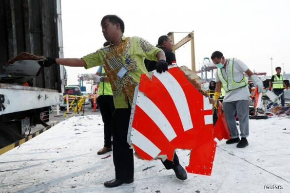 Hunt for crashed Lion Air jet's black box delayed by bad weather