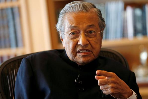 Dr Mahathir not reneging on promise that Anwar will succeed him