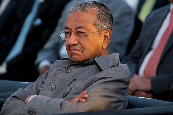Mahathir meets Vietnamese counterpart