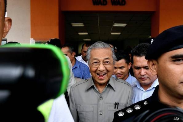 Mahathir Mohamad struggles to get Malaysia's opposition behind him