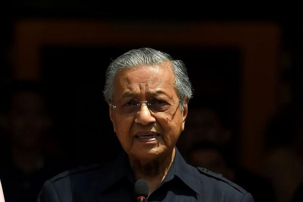 Dr Mahathir : Malaysia observing trade war very closely