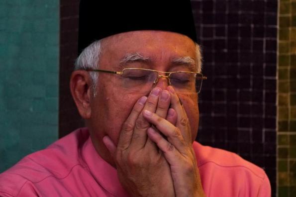 Police inspect Najib's family residence