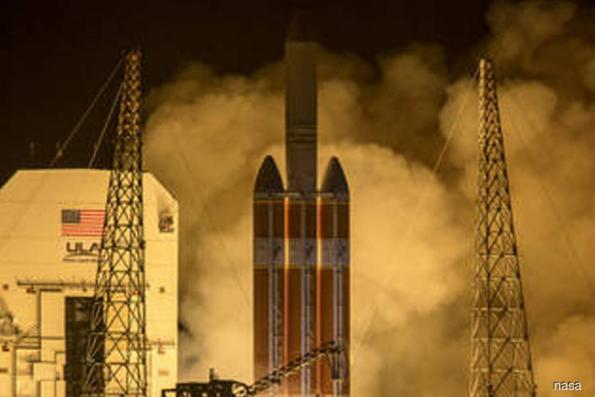 Nasa launches probe to 'touch sun'