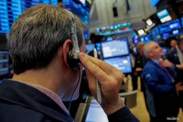 S&P flat as gains in technology offset weak earnings
