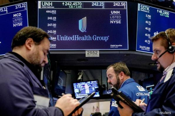Tech stocks drag down Wall St as earnings worries weigh