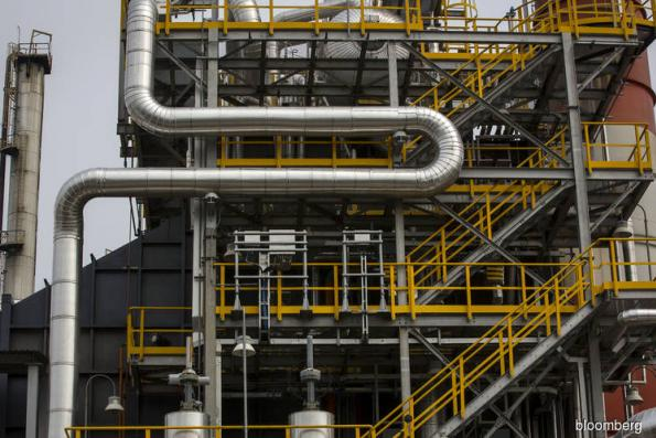 Biggest Vietnam oil refinery boosts output after defects fixed
