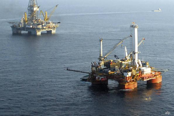 Oil edges up on Iran sanctions, but US-China row mutes trading