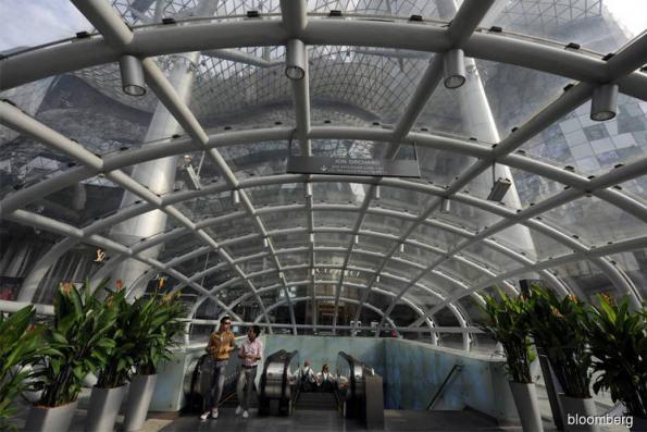 Singapore malls' Amazonian emptiness