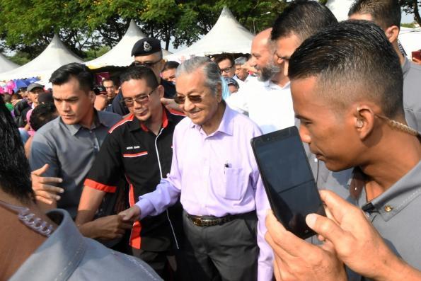 Huge turnout at Dasar Komuniti Negara launch by PM