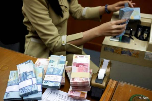 Indonesia rupiah nears 1998 crisis levels, c.bank intervenes in FX, bonds markets
