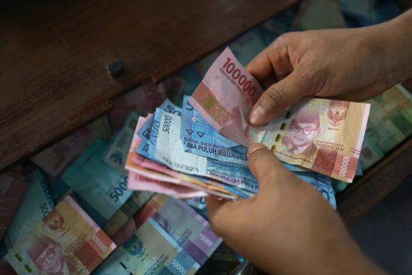 Rupiah Turmoil Puts Indonesia Debt in Spotlight as Vote Looms