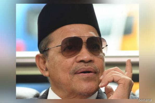 Shahidan Kassim pleads not guilty to sexually assaulting underage girl