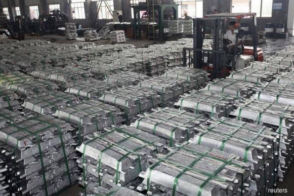 Shanghai aluminium slips after Malaysia lifts bauxite ban