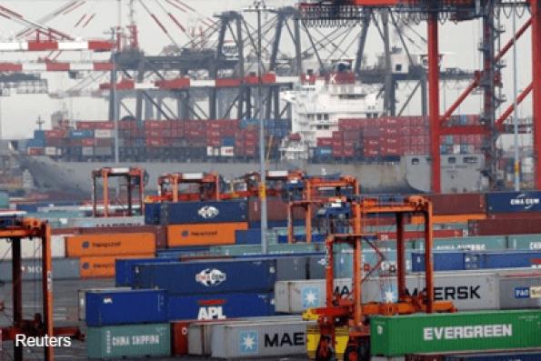 Weak exports curb U.S. fourth-quarter economic growth