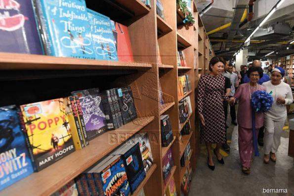 Siti Hasmah launches nation's first 24-hour bookstore