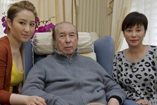 Hong Kong tycoon Stanley Ho steps down as Shun Tak Holdings' chairman
