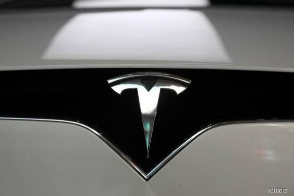 Tesla rocked by executive departures, Musk web show