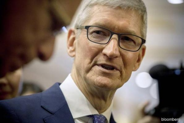 Apple CEO lauds gun-control activists; jabs at Google, Facebook