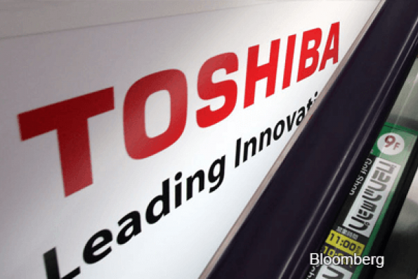 Toshiba considers splitting off, listing part of chip business