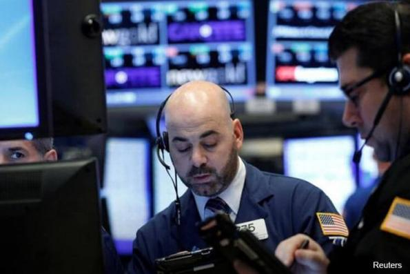 Dow, S&P 500 dip as energy shares tumble