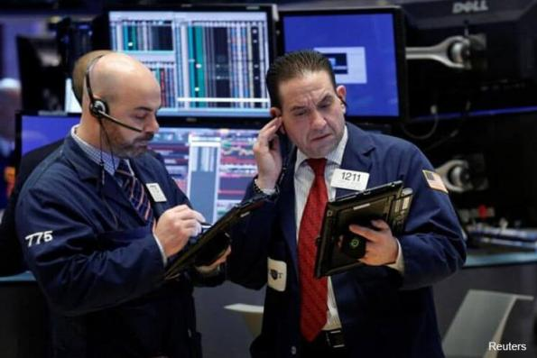 Wall St ends up slightly; energy shares rebound