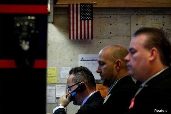 Wall St ends up after economic data; S&P up for a 5th week