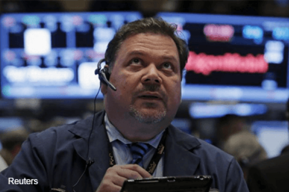 Wall St tumbles to 2014 low as oil prices sink