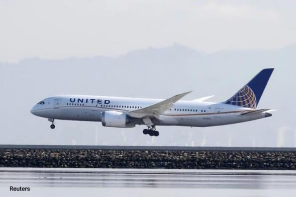 United Airlines sees airfare weakness on Asia, defers long-haul A350 jets
