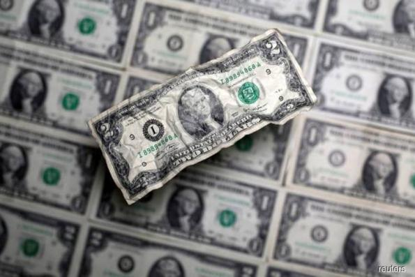 Dollar supported by sagging euro, bubbling trade tensions