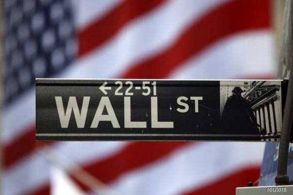Wall Street flat as industrials offset slide in bank stocks
