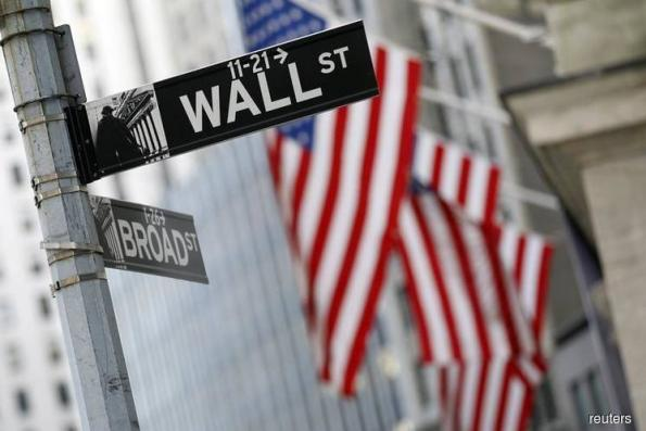 Wall St at 5-month highs, Amazon hits US$900b market cap