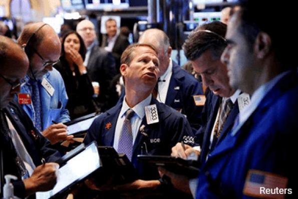Dow pierces 21,000 after Trump speech, rate-hike chatter