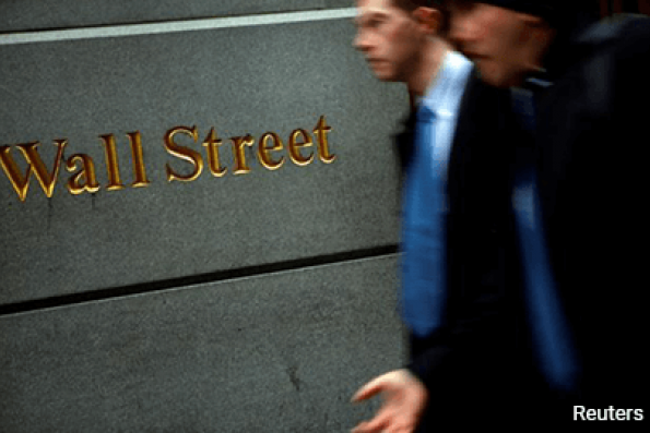 Wall St slips on weak oil prices; Fed minutes in focus