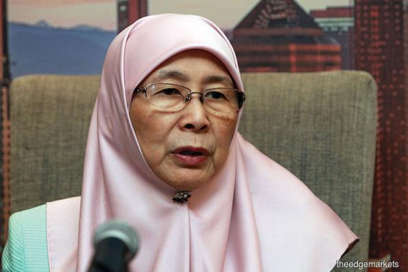 Wan Azizah arrives in Bangkok for two-day Thailand visit