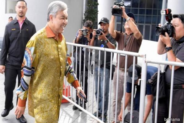 阿末扎希抵达反贪会录供