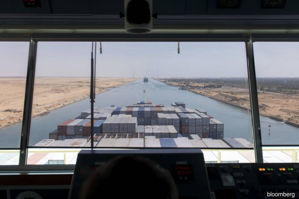 Oil rises after Suez Canal blockage, strong European data