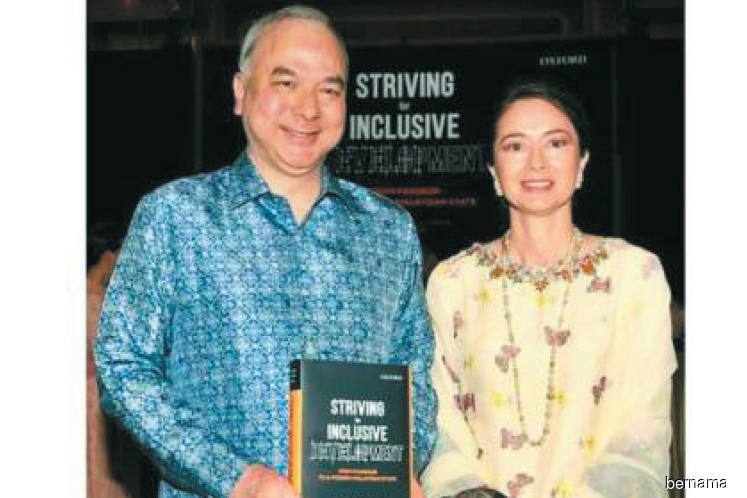 Sultan Nazrin launches new book on Malaysia's inclusive development