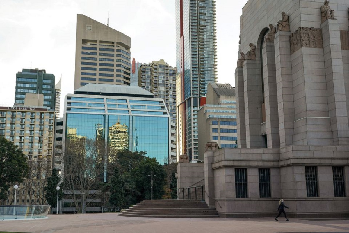 A lone woman walks past the Anzac Memorial as Hyde Park is mostly devoid of people during a lockdown to curb the spread of a Covid-19 outbreak in Sydney, Australia, July 22, 2021. (Photo by Reuters)